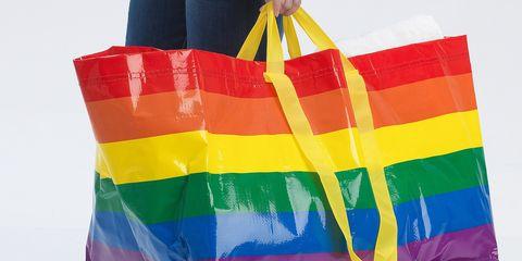 美國IKEA為慶祝「同志遊行」推出了彩虹購物袋!一起見證台灣的同性婚姻合法的驕傲時刻