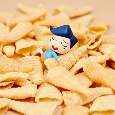 蠟筆小新來攻佔你的零食櫃!小葵、小白浮誇包裝4款零食,涮嘴玉米餅、圈圈餅超欠買