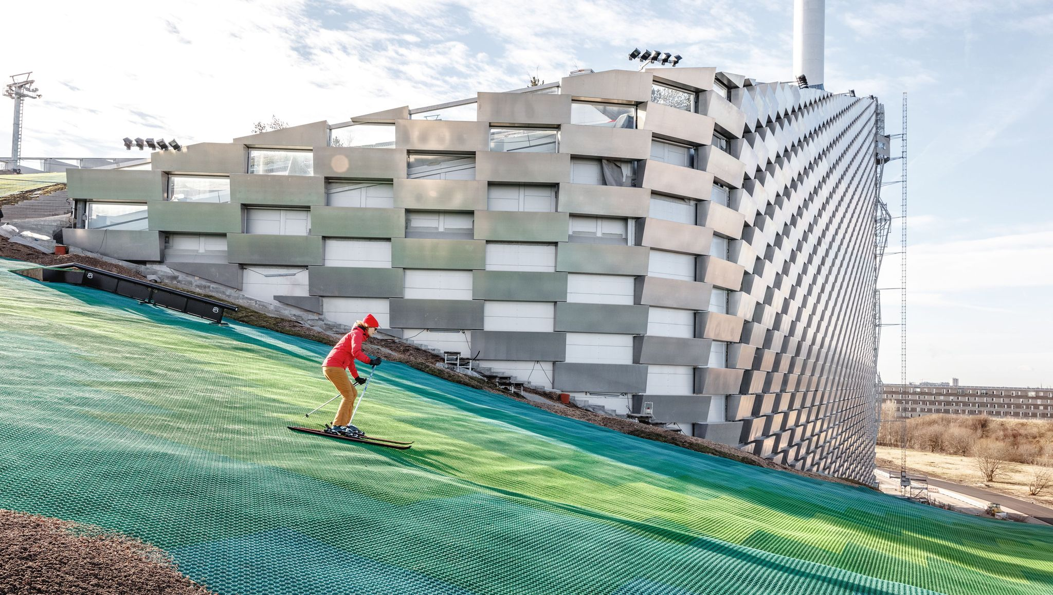 In Copenhagen, Skiers Hit the Slopes On the Most Efficient Incinerator in the World
