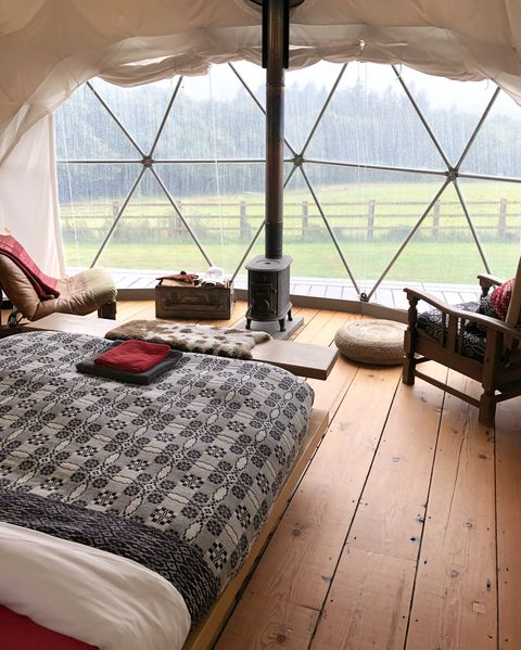 Room, Bedroom, Furniture, Property, Interior design, Bed, Floor, Attic, Table, Building,