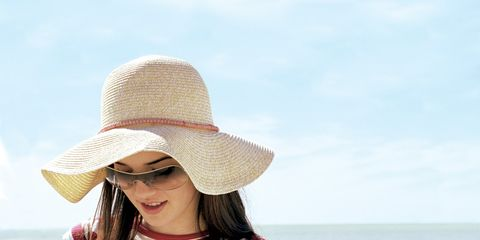 0906-girl-beach-hat.jpg
