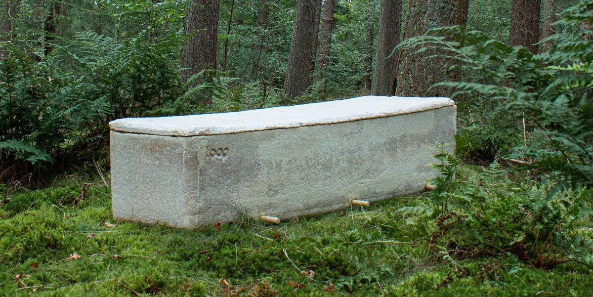 """This """"Living"""" Mushroom Coffin Will Help Your Body Decompose Faster"""