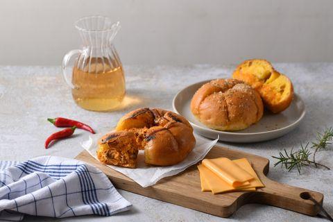 「辣肉蛋裝蒜包、韓國人氣冰心奶油哈哈包」太銷魂!布里王子の麵包廚房x真芳早餐爆款麵包限時販售