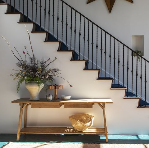 Stairs, Property, Handrail, Baluster, House, Home, Architecture, Building, Room, Interior design,