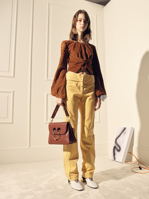 Brown, Trousers, Shoulder, Khaki, Bag, Style, Fashion, Luggage and bags, Tan, Beige,