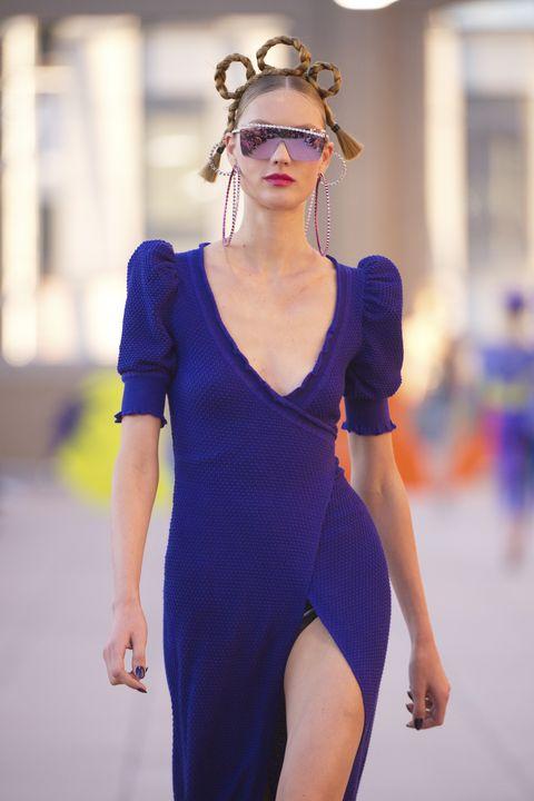 a79526e5406cf Hoop Earrings Trend - Celebrity Hoop Earrings Inspiration from ...