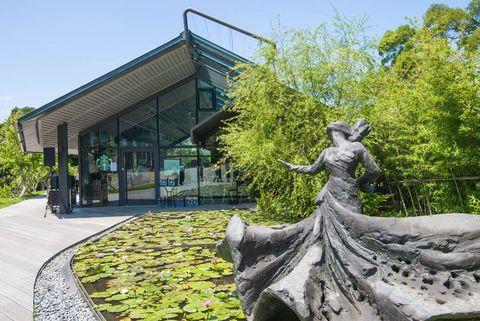 Green, Architecture, Tree, Sculpture, Botany, Art, Botanical garden, Statue, Garden, Plant,