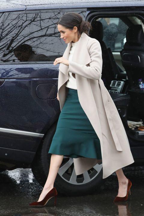 Clothing, Street fashion, Footwear, Coat, Fashion, Outerwear, Leg, Trench coat, Snapshot, Shoe,