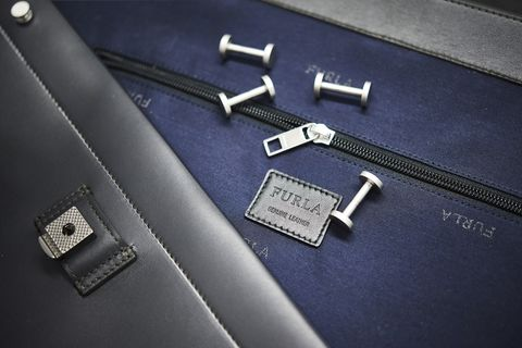 Baggage, Material property, Fashion accessory, Zipper, Briefcase,