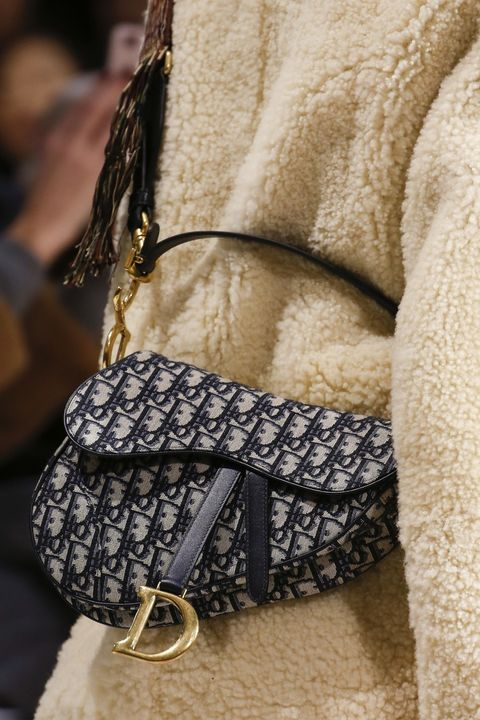 Black, Fashion, Beige, Bag, Fashion accessory, Handbag, Outerwear, Hobo bag, Street fashion, Leather,