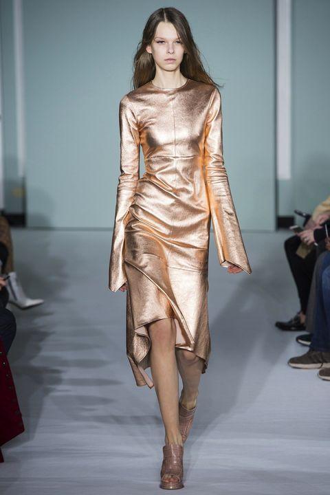 Fashion show, Fashion model, Fashion, Runway, Clothing, Shoulder, Fashion design, Haute couture, Dress, Joint,