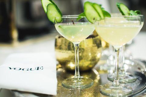 Drink, Alcoholic beverage, Gimlet, Classic cocktail, Cocktail garnish, Distilled beverage, Cocktail, Non-alcoholic beverage, Gin and tonic, Caipiroska,