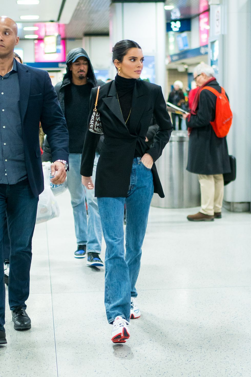 Bella Hadid, Gigi Hadid,, 丹寧褲, 牛仔褲, 穿搭, 西裝外套,