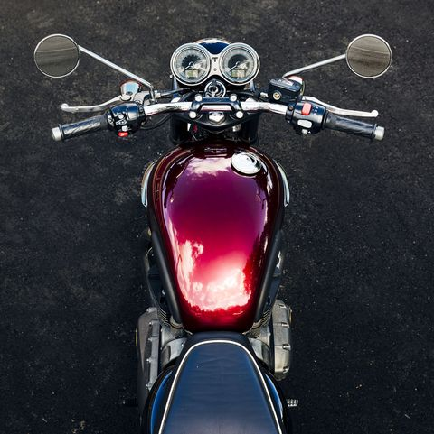 Land vehicle, Vehicle, Motorcycle, Automotive lighting, Headlamp, Motor vehicle, Light, Cruiser, Motorcycle accessories, Fuel tank,