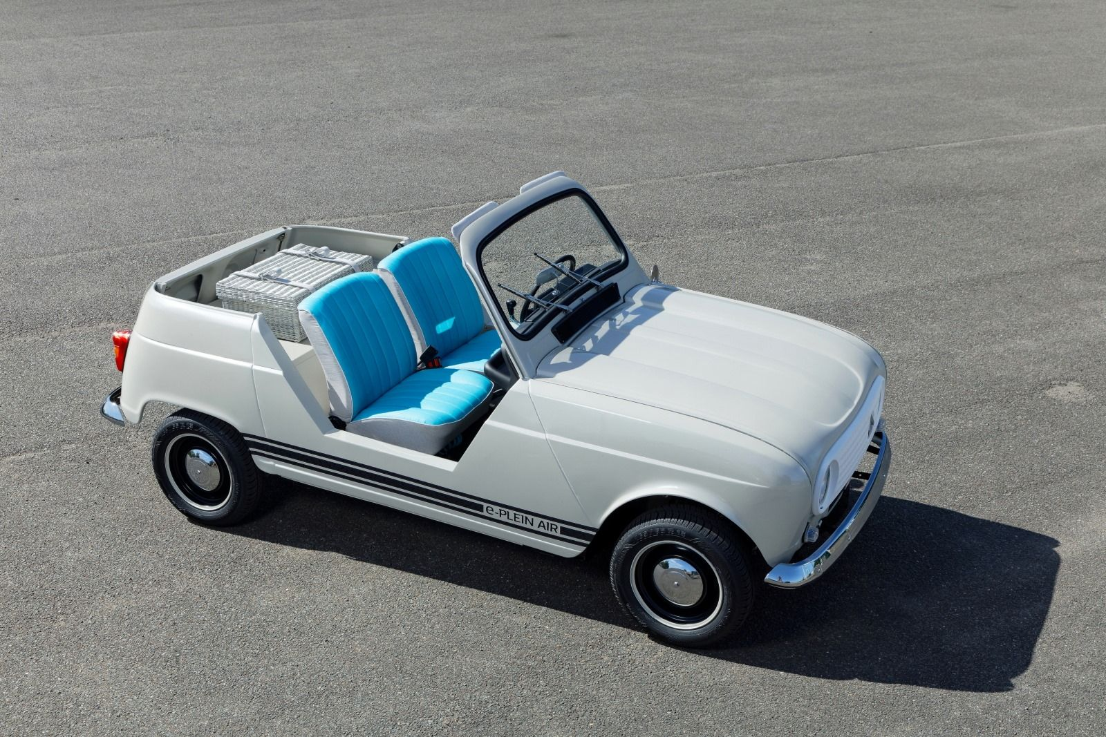 Renault E-Plein Air Gives New EV Life to a Classic Beach Runabout
