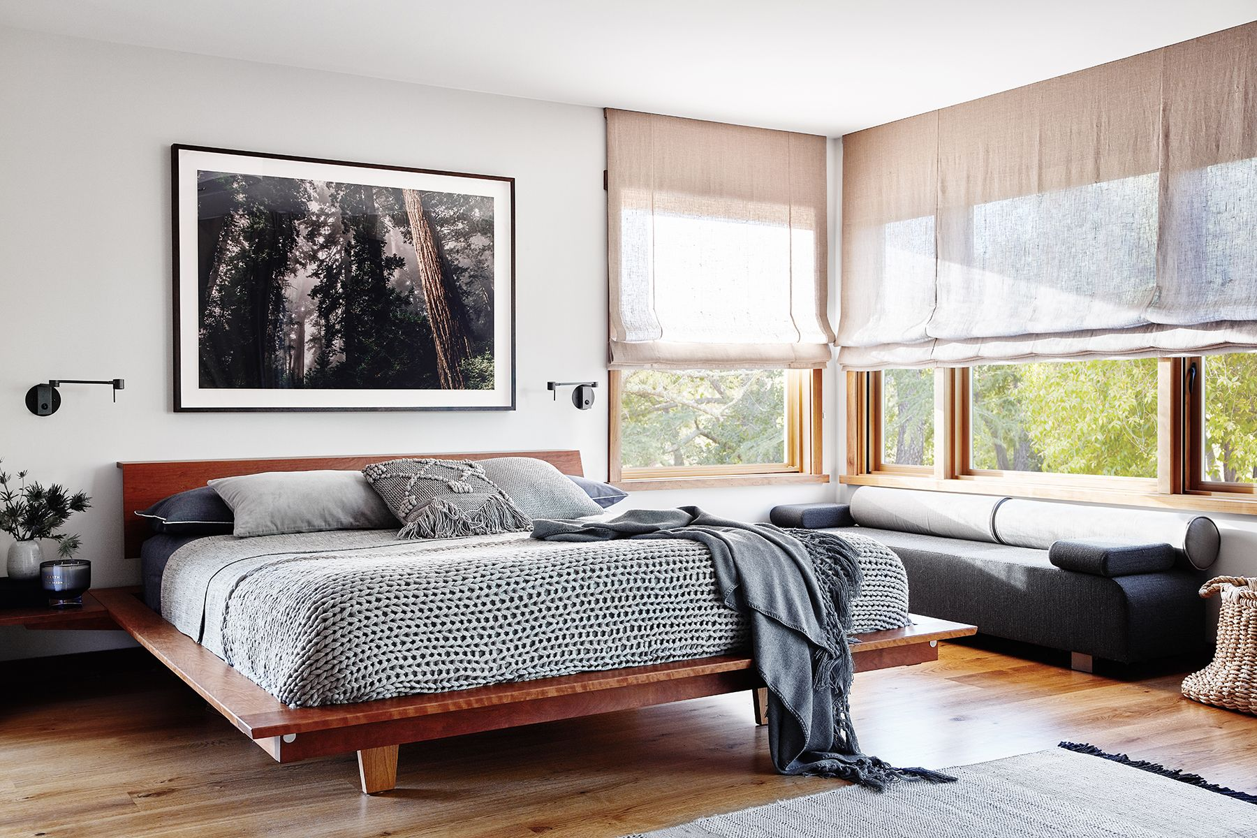 Picture of: 28 Sophisticated Bedrooms With Low Platform Beds Low Platform Bed Ideas