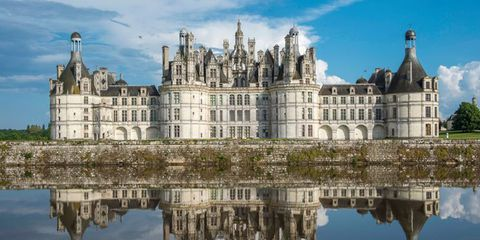 Landmark, Reflection, Château, Medieval architecture, Architecture, Building, Water castle, Waterway, Castle, Stately home,