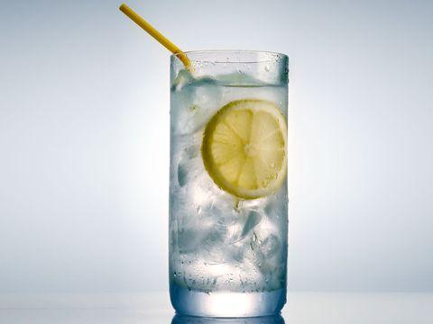 水分補給はこまめに|ぽっこりおなかの原因には、この食べ物で対処せよ!