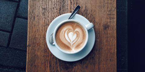 カフェインを断つことによって得られるメリット・デメリットは?|カフェインをやめると起こる、7つの効果
