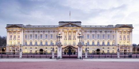 バッキンガム宮殿|イギリス王室が所有する、豪華な宮殿&城 5選