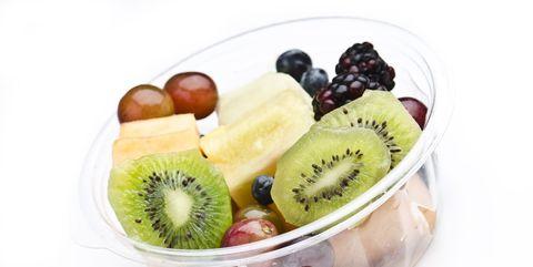 カット済み食材は割高で、栄養価は低い可能性が|パック済のカット野菜や果物、栄養や安全性は?