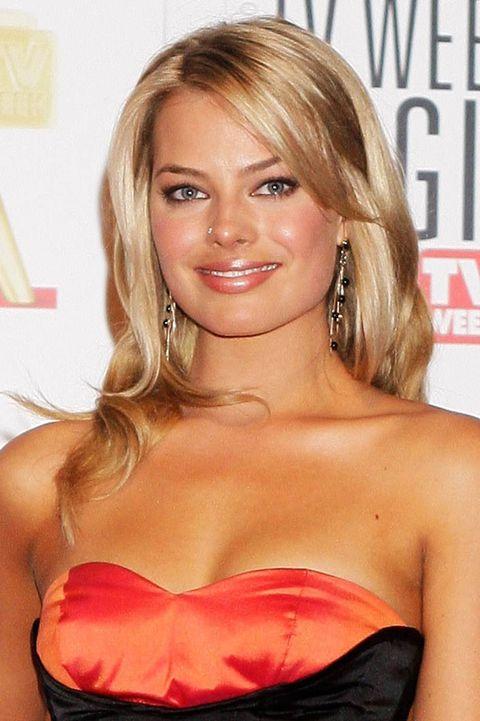 Hair, Blond, Hairstyle, Beauty, Long hair, Lip, Brown hair, Layered hair, Hair coloring, Premiere,