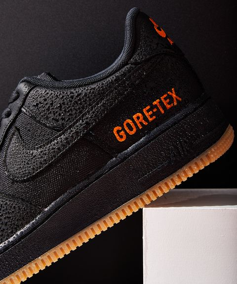 entrevista Ten confianza recinto  Nike's Air Force 1 Gore-Tex Review - Best Men's Sneakers for Wearing in  Snow and Rain