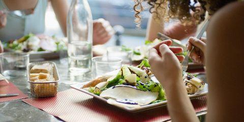 食べ物を制限すれば減量できる|医師が断言! 信じてはいけないダイエットの定説4つ