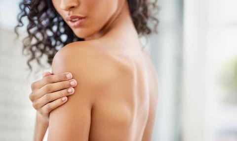 對抗手臂、背部、臀部上與胸前痘痘的8款抗痘產品推薦