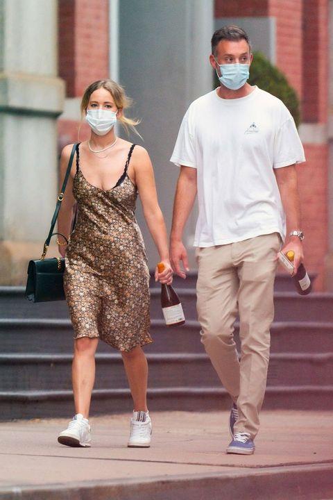 珍妮佛勞倫斯夏日洋裝口罩穿搭