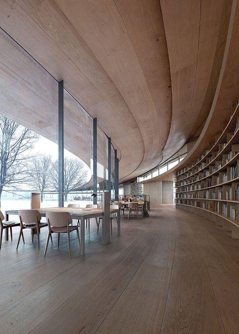 這一次把地點移動到遠端的北歐國度——挪威,隈研吾攜手mad arkitekter與buro happold,策劃了位在挪威希恩市的「易卜生圖書館」(the ibsen library),用大量的木頭打造弧型迴廊,將成為當地最美文化中心。