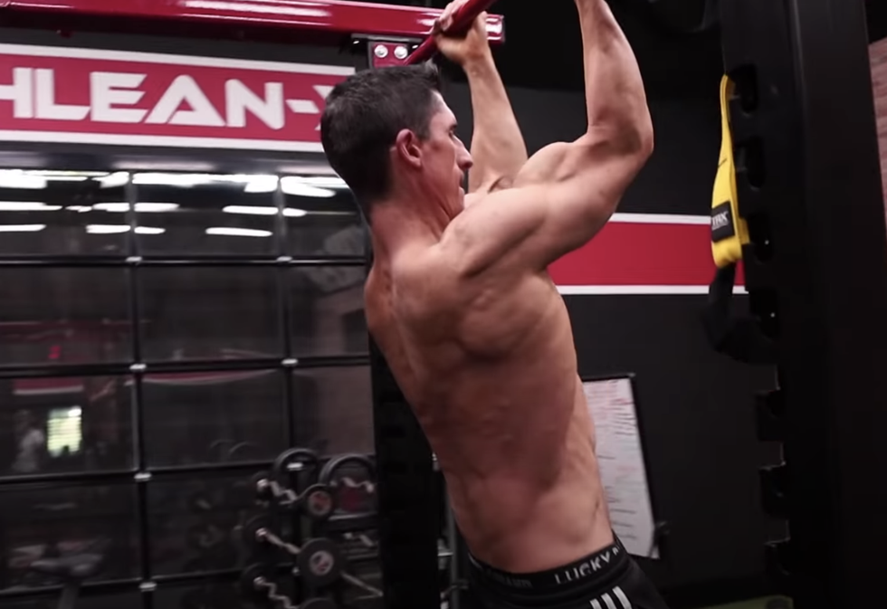 A Top Trainer Settles Whether Pullups or Chinups Are Better for Bigger Arms