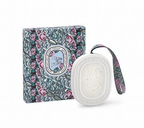 Pink, Coin purse, Fashion accessory, Wristlet, Pattern, Dinnerware set, Motif,