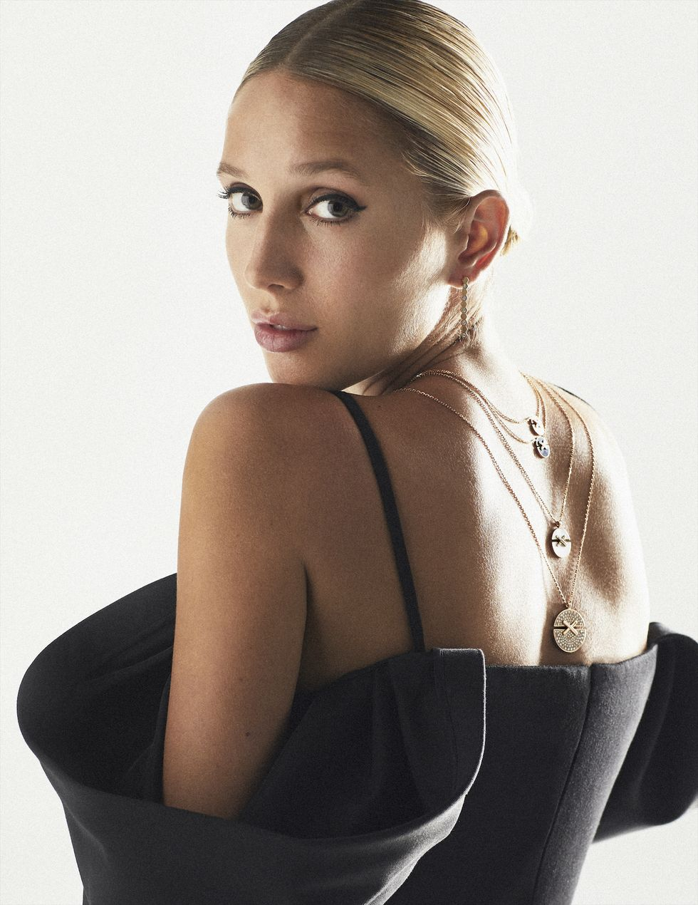 Мария-Олимпия снялась для испанского Harper's BAZAAR https://hips.hearstapps.com/hmg-prod.s3.amazonaws.com/images/1-200901-f07-1606-rgb-1602789423.jpg?resize=980:*