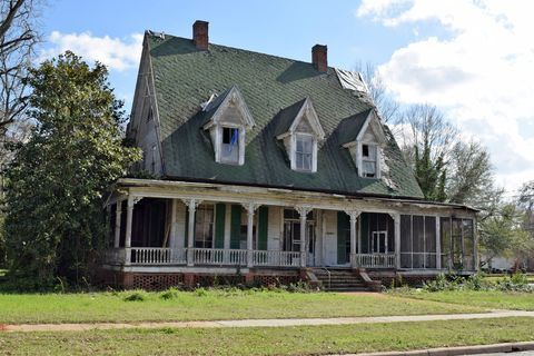 House, Home, Property, Building, Estate, Farmhouse, Roof, Real estate, Architecture, Historic house,