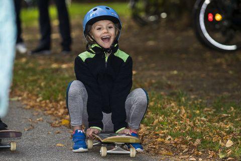 Longboarding, Longboard, Child, Skateboard, Skateboarding, Helmet, Recreation, Boardsport, Personal protective equipment, Sports equipment,