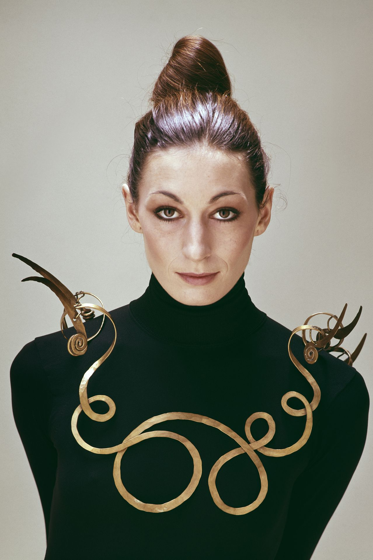 Art as Jewellery: From Calder to Kapoor by Louisa Guinness