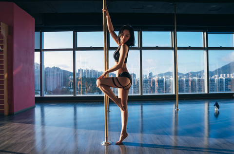 Pole dance, Dance, Performing arts, Athletic dance move, Physical fitness, Event, Balance, Leg, Sports, Muscle,