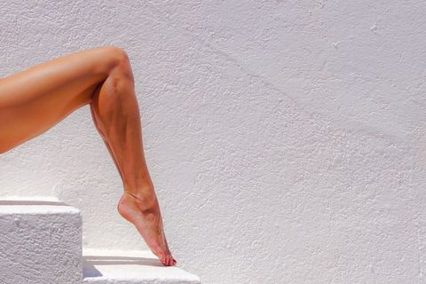 Human leg, Leg, Calf, Arm, Joint, Human body, Muscle, Knee, Sitting, Thigh,