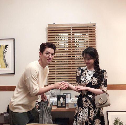 IU《德魯納酒店》劇中背包大搜查