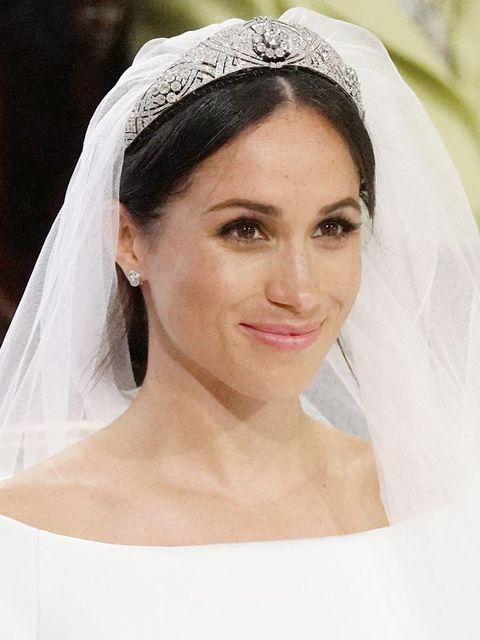 Bridal accessory, Veil, Bridal veil, Headpiece, Hair, Hair accessory, Bride, Forehead, Eyebrow, Skin,