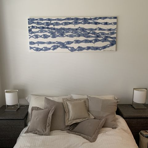 ベッドの上に飾っているのは、大杉弘子の作品