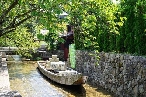 高瀬川の起点「一之船入」付近で9月23日に「舟まつり」が開催されます。剣舞やチャンバラ教室、子供の宝物探し、舞妓さんによるお茶の接待など様々イベントが催されます。また、すぐ近くにある島津創業記念館も当日のみ無料開放されます。