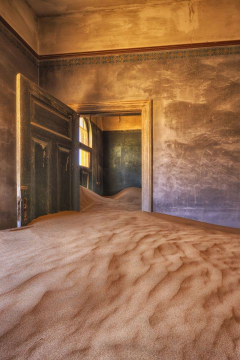 Ceiling, Wall, Floor, Amber, Light fixture, Paint, Building material, Sand,