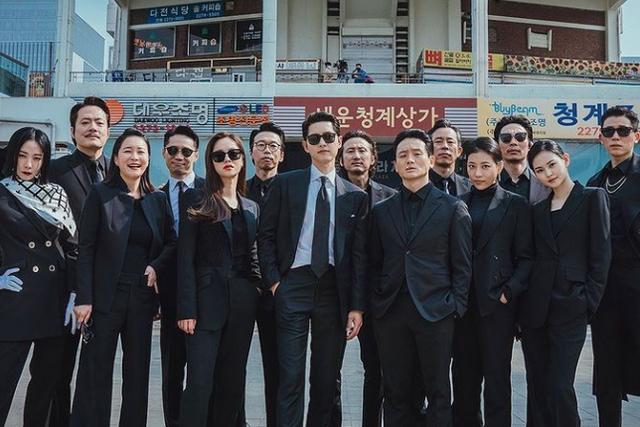 第4弾のドラマから学ぶ韓国語講座は、ハラハラドキドキのアクションシーンから、思わず笑ってしまうコメディも満載な大人気ドラマ『ヴィンチェンツォ』から、コミカルに使える韓国語フレーズや、韓国ならではのギャグをお届け!