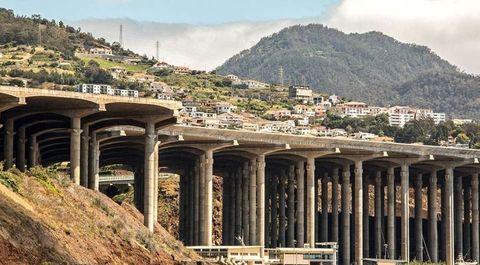 Ancient roman architecture, Architecture, Viaduct, Column, Bridge, Ruins, Ancient history, Building, Historic site, Overpass,