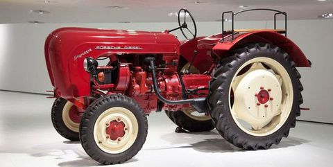 Land vehicle, Tractor, Vehicle, Agricultural machinery, Motor vehicle, Car, Automotive tire, Rim, Wheel,