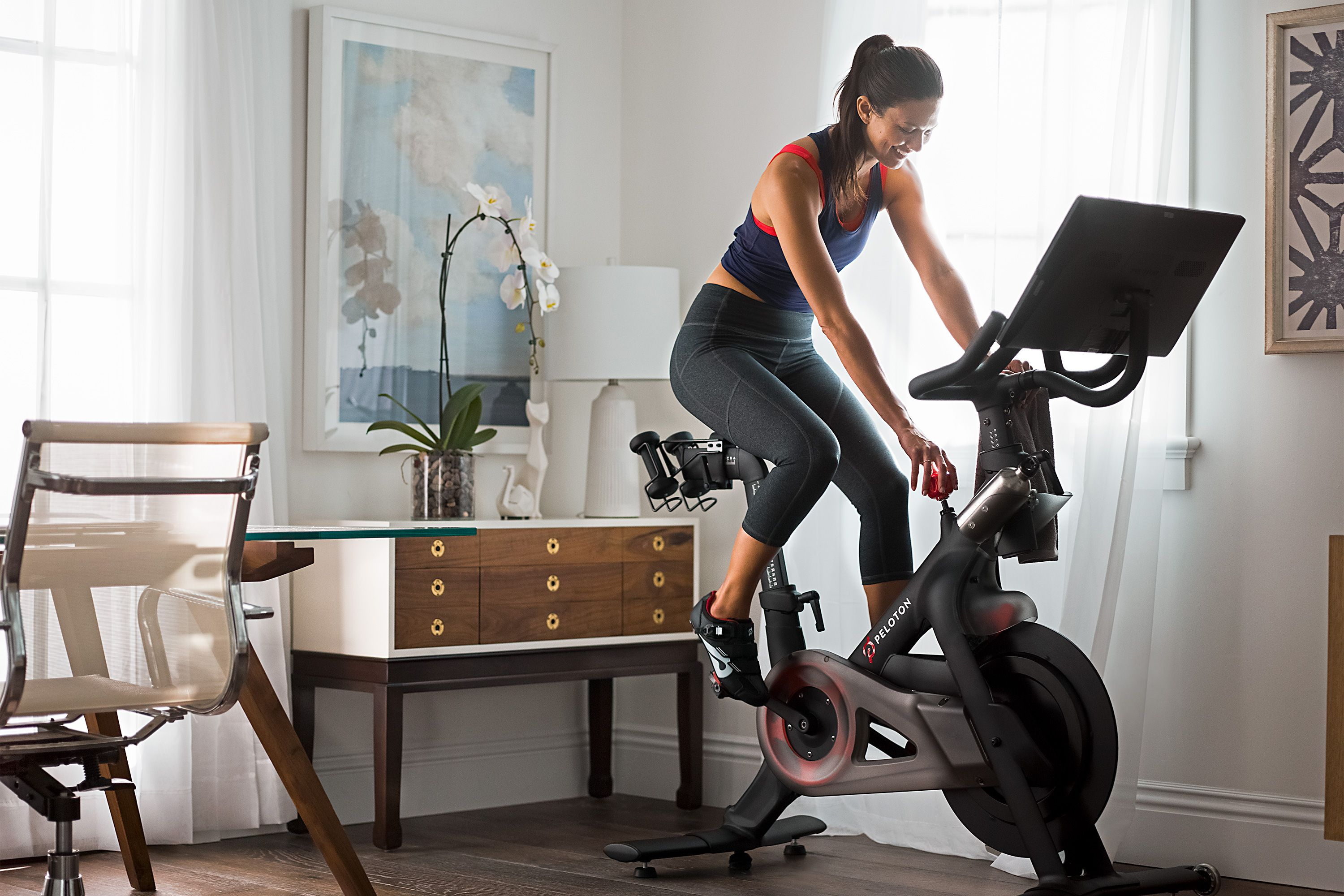This Hilarious Twitter Thread About Peloton Illuminates The Reality Of Riding Indoors