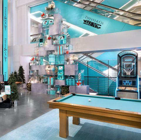 Building, Interior design, Room, Ceiling, Architecture, Glass, Furniture, Office,