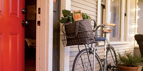 Bicycle tire, Bicycle wheel rim, Bicycle frame, Bicycle fork, Bicycle wheel, Bicycle part, Flowerpot, Bicycle, Bicycle accessory, Bicycle handlebar,